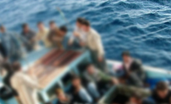 Forty migrants missing after raft sinks near Libya