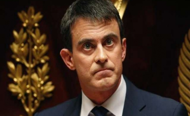 Hollande asks Valls to form new French cabinet -UPDATED