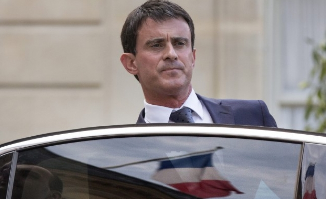 Ex-banker replaces rebel minister in French cabinet shake-up