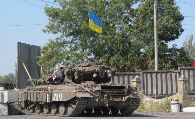 Frontline city in east Ukraine imposes tough security measures