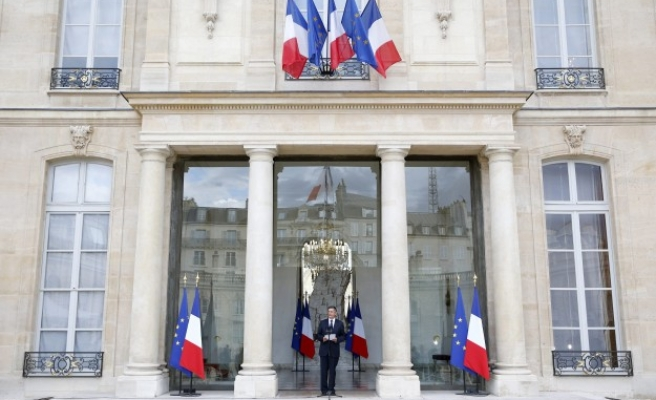 French PM Valls to reorganise 'Islam' in France