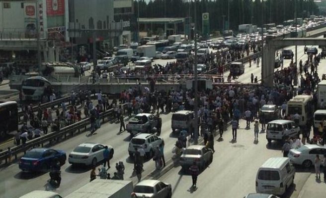 One dead, many injured in Istanbul bridge collapse