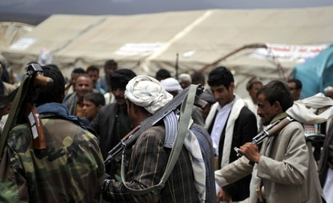 Houthis tighten grip on Yemen capital after deal