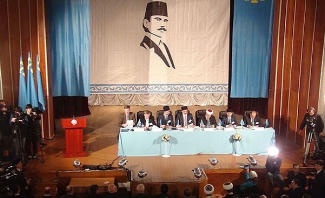 Crimean Tatar leader to remain in detention