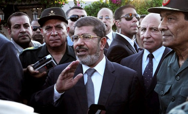 In fresh trial, Egypt's Morsi rejects 'farcical' charges