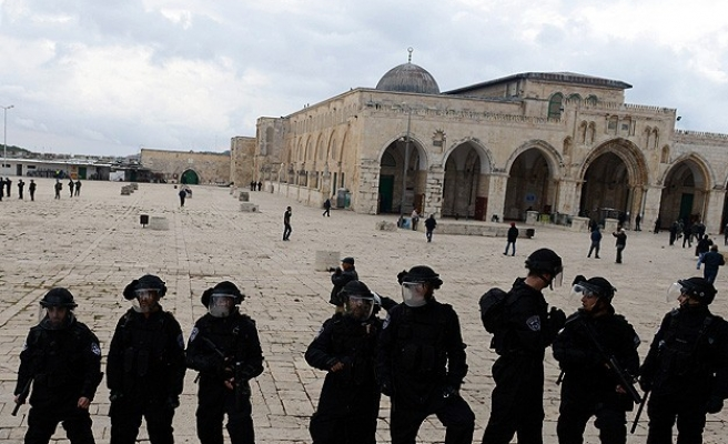 Israel moves to bar Muslim guards at Al-Aqsa mosque -UPDATED