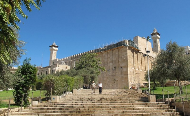 Israel bars Muslims from Hebron mosque for two days