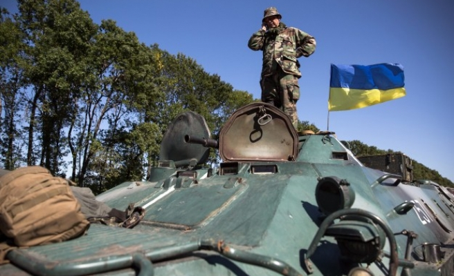 Ukraine redeploys troops, fearing new rebel offensive