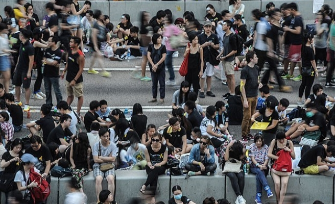 HK protesters threaten to occupy new roads if moved on