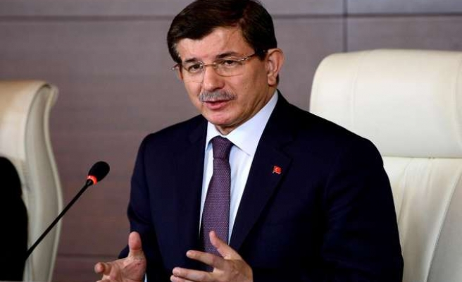 Turkey's Davutoglu discusses ISIL, refugees with Iraqi FM