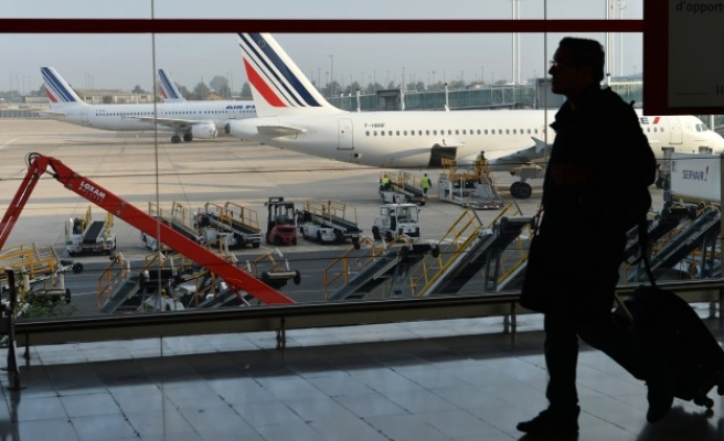 U.S. heightens Ebola screening for travelers from Mali