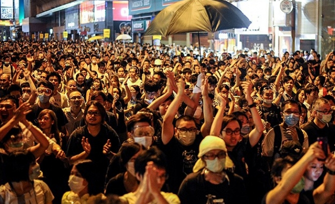 HK protesters break into gov't building as tensions flare again