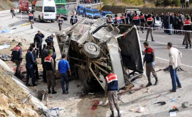 One killed, 20 injured in Turkey bus accident