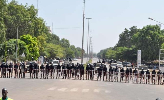 Burkina army chiefs order coup soldiers to 'lay down arms'