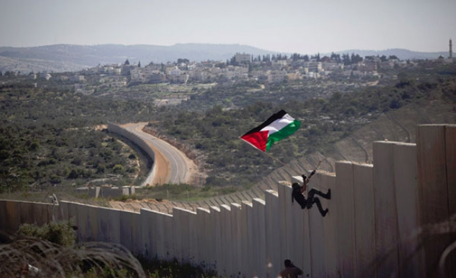 Palestinians puncture hole in Israel's Apartheid Wall