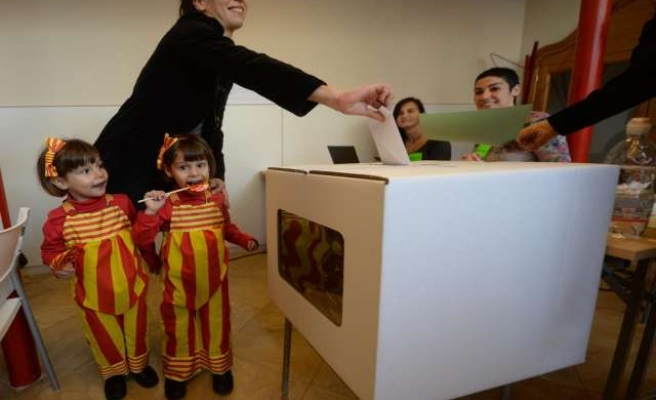 Catalans vote to secede in symbolic ballot, but turnout low
