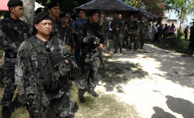 Troops clash with Abu Sayyaf in Philippines, 15 dead