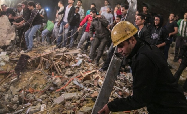 At least 18 killed in Cairo building collapse -UPDATED