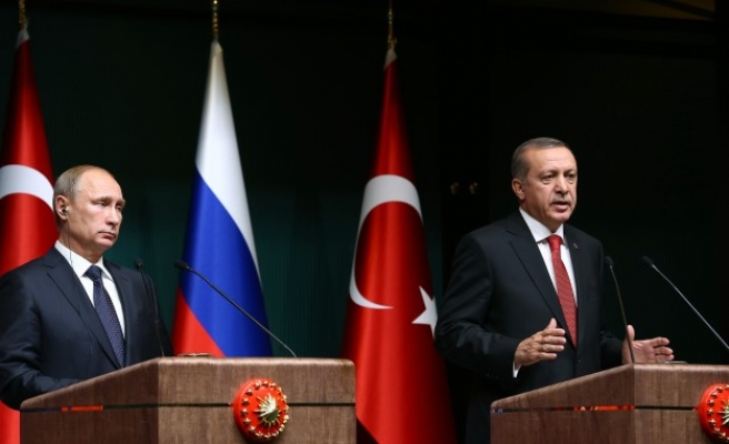 Russia offers Turkey discount on gas, disagrees on Syria