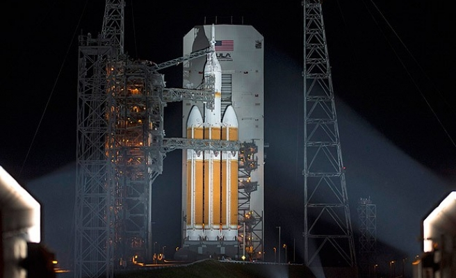 New NASA spaceship nails debut test flight