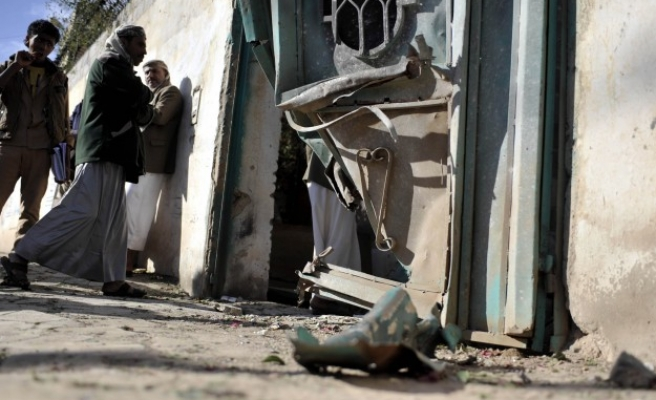 Yemen's Houthis blow up Islah party office in Sanaa