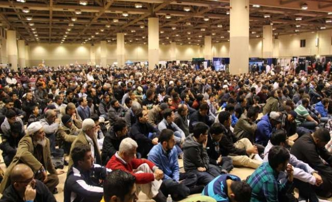 Muslims seeking knowledge at Islamic Convention in Toronto