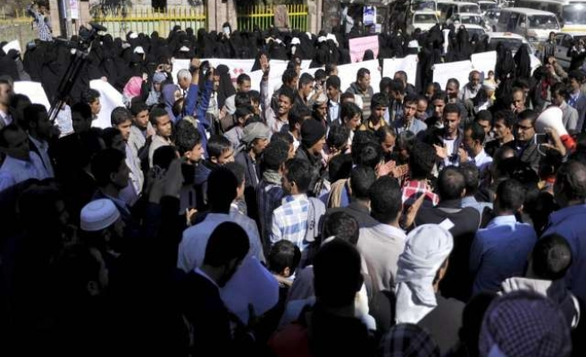 Hundreds rally in Yemen for Hadi's resignation