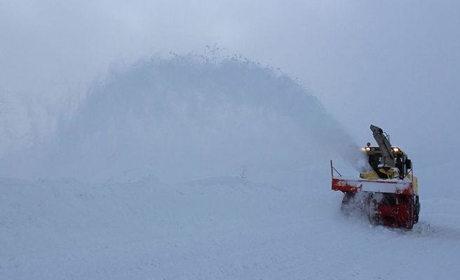 Avalanche kills one worker, four missing in Turkey -UPDATED