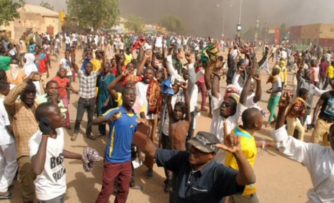 Niger police fire tear gas as opposition defies ban on protest