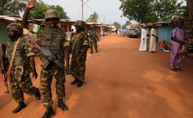 U.N. holds talks to calm Mali town as armed groups clash