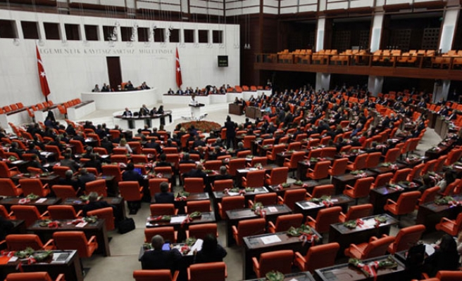 Turkish parliament votes against corruption trial for ex-ministers