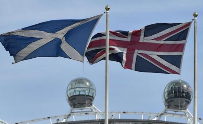 Britain announces new powers for Scotland, edges towards federalism