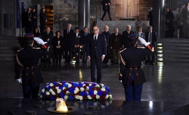 Hollande tells French Jews: 'Your place is here'