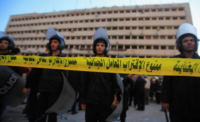 At least 300 Egyptians held for 'illegal protest'