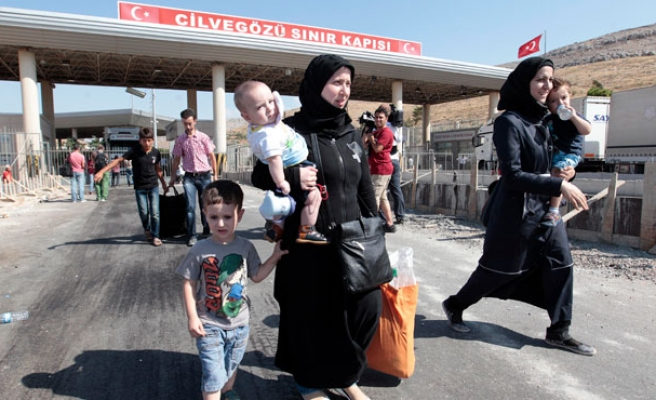 Turkey reopens border gate for refugee exits into Syria