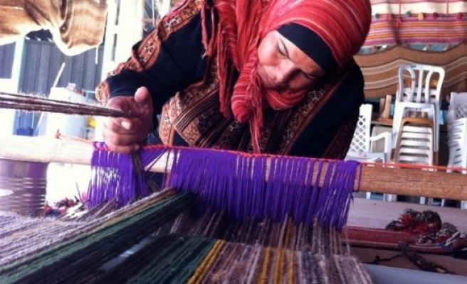 Traditional Bedouin carpet weaving comes alive
