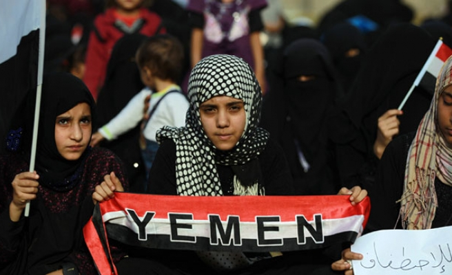 Yemen's Houthis dissolve parliament, take over power