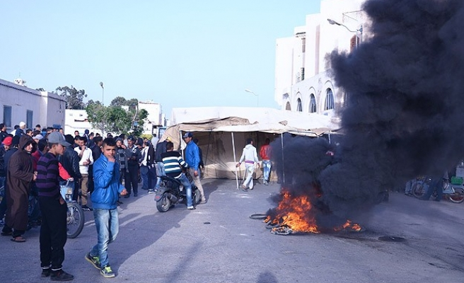 Man shot dead by police in Tunisia protest