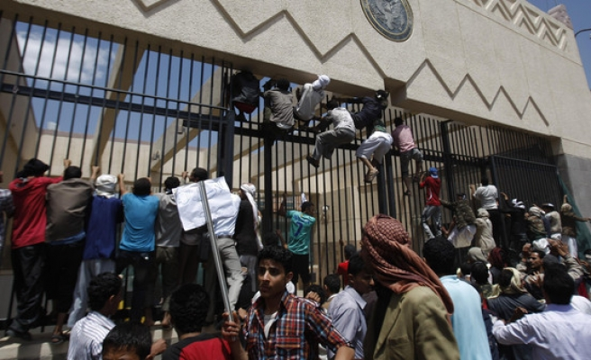 Thousands protest after embassies close in Yemen