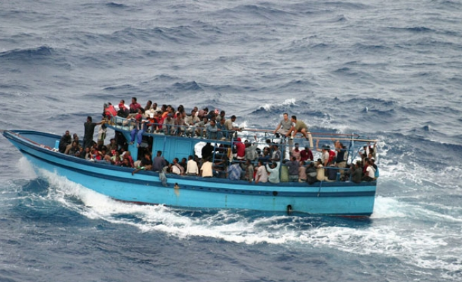 France fears ISIL crossing Mediterranean with refugees