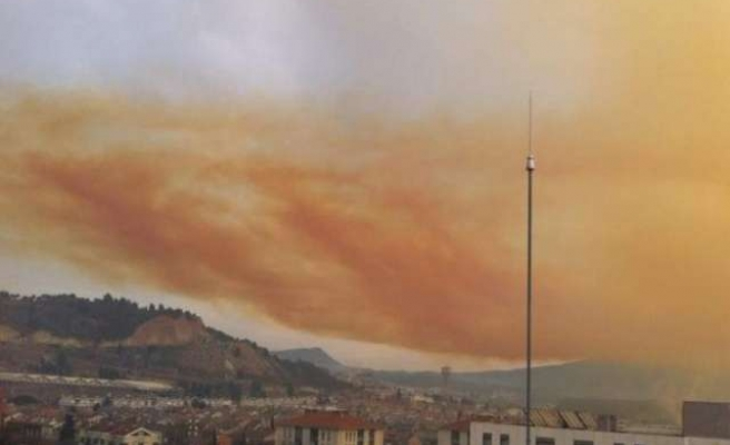 Toxic orange cloud spreads after chemical blast near Barcelona
