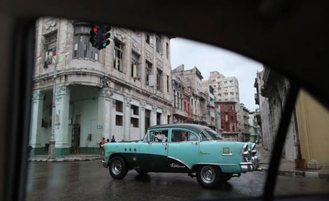 U.S. eases restrictions on imports from private Cubans