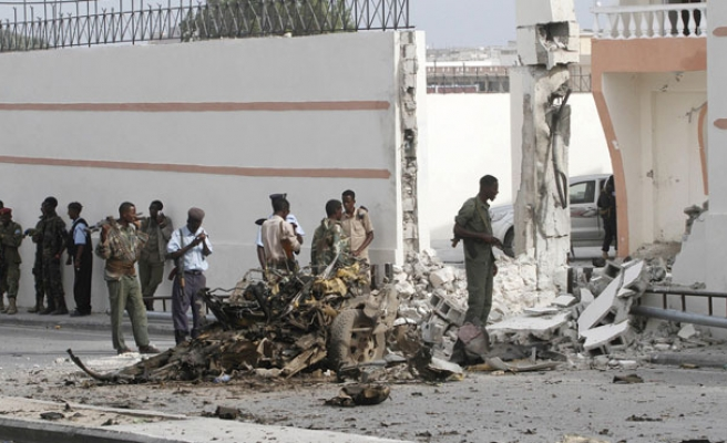 Suicide attack targets Somali officials in hotel
