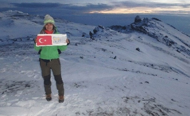Young Turkish woman climbs Africa's highest mountain