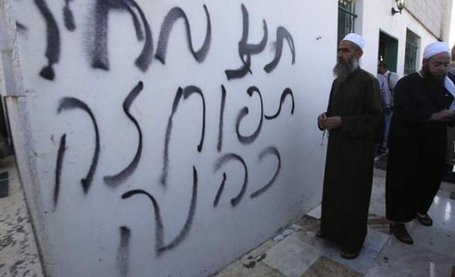 Jewish settlers torch mosque in W. Bank
