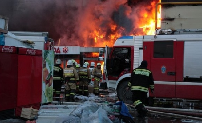 UK: Fire destroys more than 1,000 cars in Liverpool