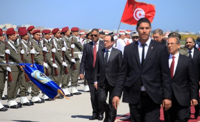 Hollande, Turkish deputy PM arrive for Tunis march