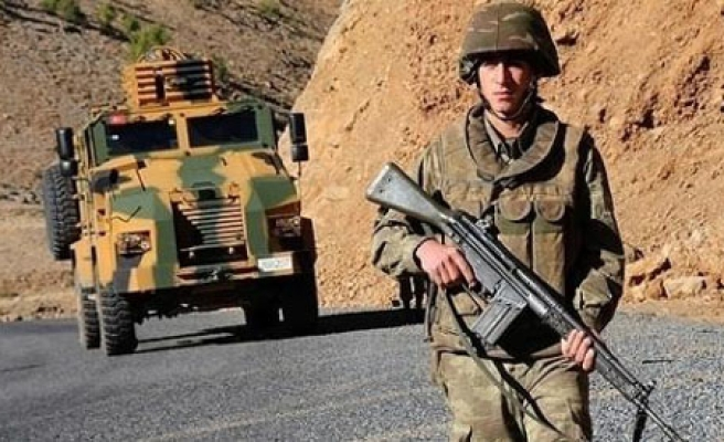 Turkey sends extra troops, arms, to fight Kurdish fighters