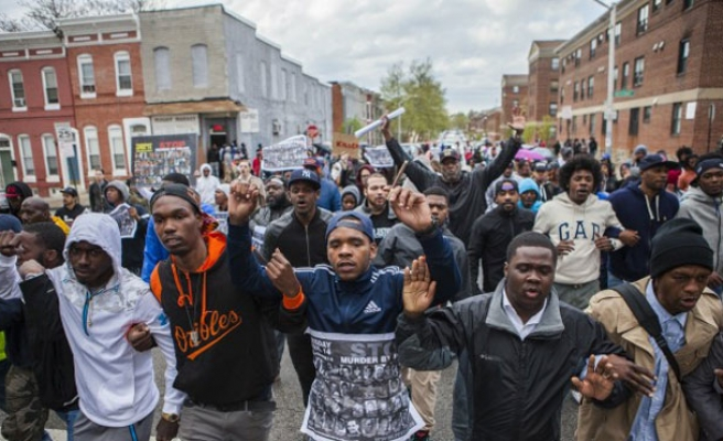 Violence mars police custody death protests in Baltimore
