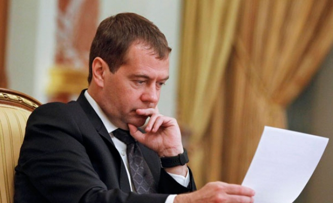 Medvedev: world has slipped into 'new Cold War'